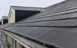 横から見たスレート屋根